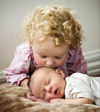 Celos del hermanito: nace un nuevo hermano