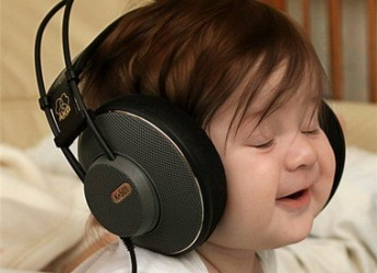 como-ayudar-a-un-bebe-cuando-llora-tips-de-musica_hwlpy