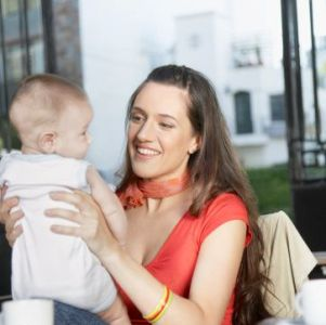 como-cuidar-de-un-bebe_ocbg8