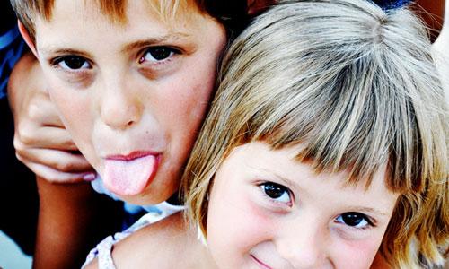 Consejos para llevarse bien con su hermano mayor