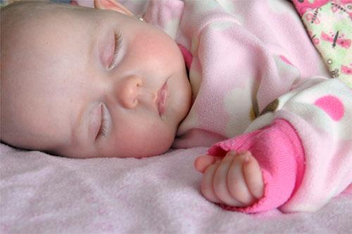 consejos-para-proteger-al-bebe-durante-el-sueno_3lepq