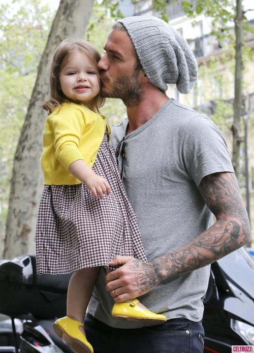 El papá Beckham, quiere a su pequeña futbolista