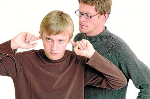 Errores usuales que cometen los padres de adolescentes