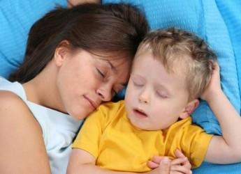 es-buena-acostumbrar-a-los-hijos-a-dormir-con-los-padres_milkj