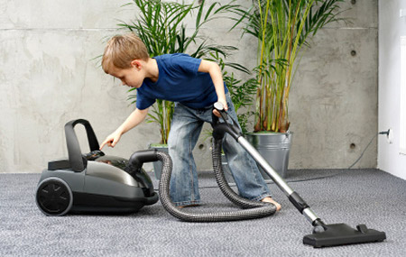 ¿Está mi hijo preparado para las tareas domésticas?