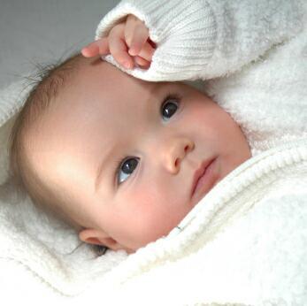 Lo que no debes hacer con un recién nacido en casa