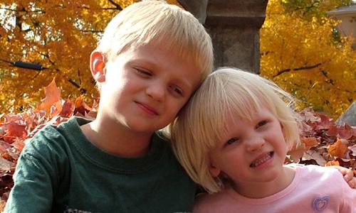 Maneras de fortalecer el vínculo entre tus hijos
