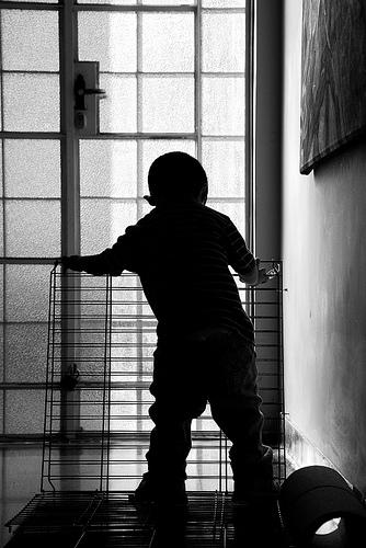 Prevenir los accidentes domésticos infantiles en el hogar