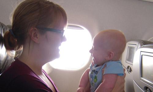 que-hacer-cuando-viajar-en-avion-con-tu-bebe_xnfmq